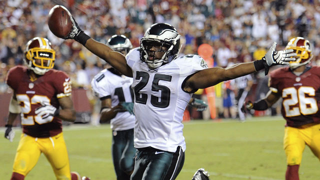 LeSean McCoy had a huge first half for the Philadelphia Eagles and ended up with 184 yards rushing on 31 carries in the victory over the Washington Redskins (AP/Nick Wass)