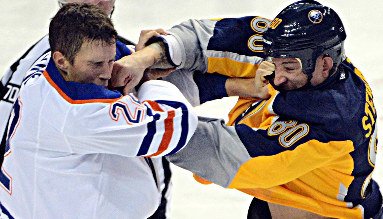 Chris-Stewart,-Buffalo-Sabres,-Chicago-Blakhawks,-Winnipeg-Jets