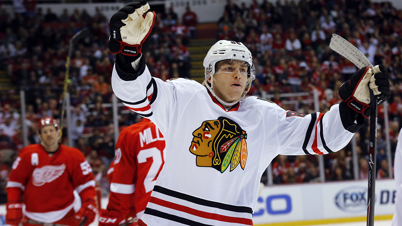 Chicago-Blackhawks-right-wing-Patrick-Kane-celebrates-his-goal-against-the-Detroit-Red-Wings-in-the-first-period-of-an-NHL-hockey-game-in-Detroit,-Friday,-Nov.-14,-2014.-(AP-Photo/Paul-Sancya)