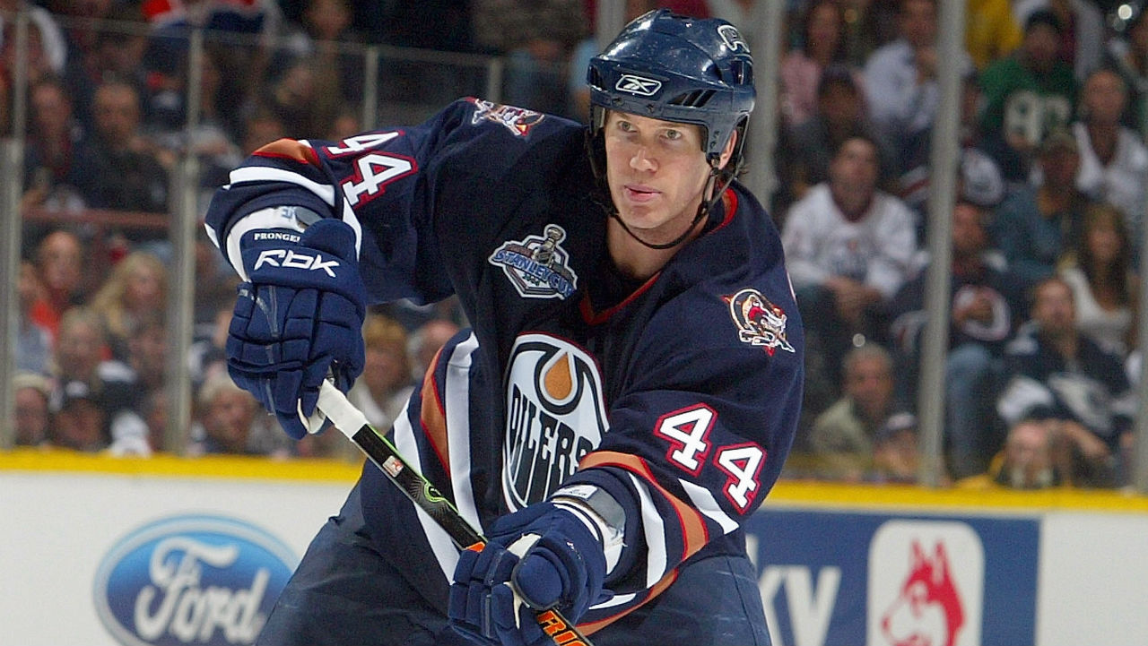 Chris-Pronger-#44-of-the-Edmonton-Oilers-passes-the-puck-against-the-Carolina-Hurricanes-during-game-three-of-the-2006-NHL-Stanley-Cup-Finals-on-June-10,-2006-at-Rexall-Place-in-Edmonton,-Alberta,-Canada.-(Jim-McIsaac/Getty)