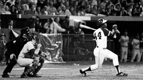 Hank-Aaron-breaks-Babe-Ruth's-home-run-record