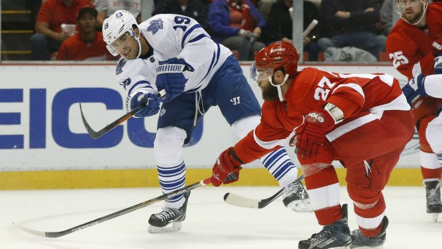 Toronto-Maple-Leafs-right-wing-Joffrey-Lupul-(19)-shoots-as-Detroit-Red-Wings-defenseman-Kyle-Quincey-(27)-defends-in-the-first-period-of-an-NHL-hockey-game-in-Detroit-Friday,-Oct.-9,-2015.-(AP-Photo/Paul-Sancya)