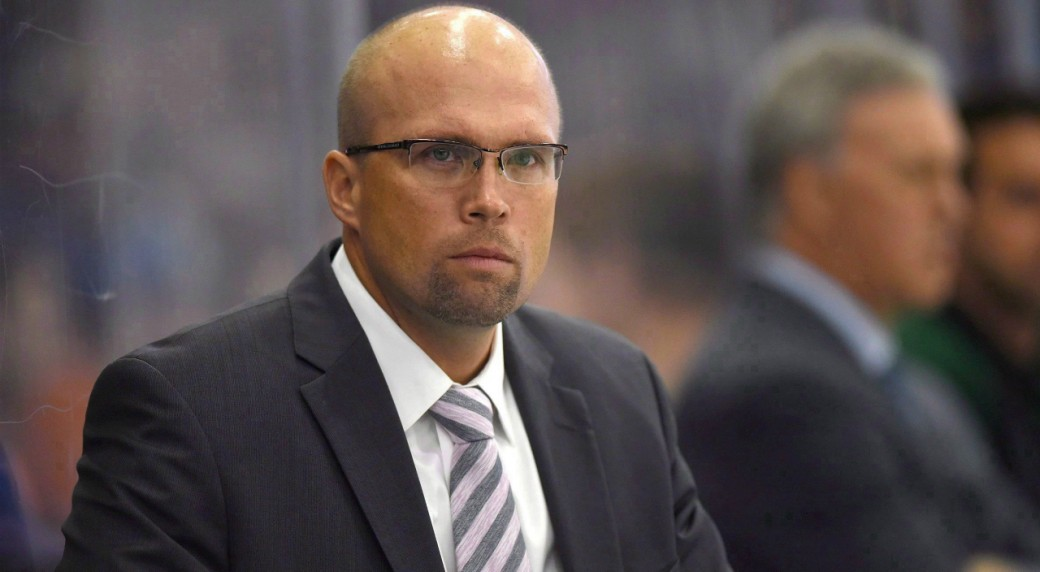 St.-Louis-Blues-head-coach-Mike-Yeo-looks-on-as-his-team-takes-on-the-Edmonton-Oilers-during-the-first-period-of-an-NHL-pre-season-hockey-game-in-Saskatoon,-Sask.,-on-Saturday,-September-26,-2015.-A-dramatic-midseason-slump-for-the-third-straight-year-and-a-poor-outing-Saturday-to-extend-Minnesota's-home-winless-streak-led-Wild-general-manager-Chuck-Fletcher-to-fire-Yeo.THE-CANADIAN-PRESS/Liam-Richards