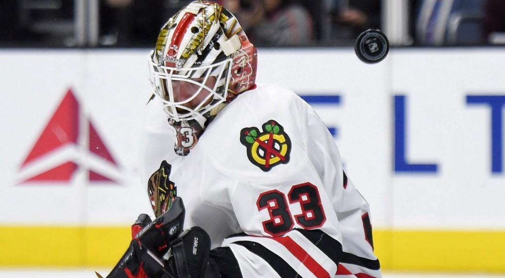 Chicago-Blackhawks-goalie-Scott-Darling-deflects-a-shot-during-the-second-half-of-an-NHL-hockey-game-against-the-Los-Angeles-Kings,-Saturday,-Nov.-28,-2015,-in-Los-Angeles.-(AP-Photo/Mark-J.-Terrill)