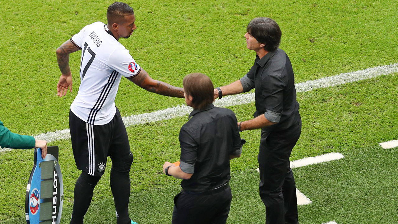 Jerome-Boateng-Handshake-Joachim-Loew