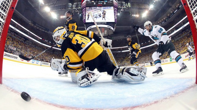 San-Jose-Sharks'-Melker-Karlsson,-right,-celebrates-his-goal-against-Pittsburgh-Penguins-goalie-Matt-Murray-(30)-during-the-first-period-in-Game-5-of-the-NHL-hockey-Stanley-Cup-Finals-on-Thursday,-June-9,-2016,-in-Pittsburgh.-(Bruce-Bennett/Getty-Images,-Pool-via-AP)