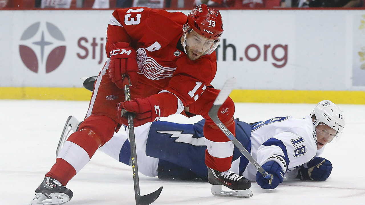 Tampa-Bay-Lightning-left-wing-Ondrej-Palat-(18)-tries-to-defend-Detroit-Red-Wings-center-Pavel-Datsyuk-(13)-duringh-the-first-period-of-Game-4-in-a-first-round-NHL-hockey-Stanley-Cup-playoff-series,-Tuesday,-April-19,-2016,-in-Detroit.-(AP-Photo/Paul-Sancya)