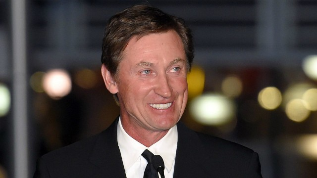 In-this-March-7,-2015-file-photo,-former-Kings-player-Wayne-Gretzky-speaks-to-the-crowd-at-a-statue-unveiling-for-former-Kings-left-wing-Luc-Robitaille-prior-to-an-NHL-hockey-game-against-the-Pittsburgh-Penguins-in-Los-Angeles.-Having-played-a-significant-role-in-popularizing-hockey-in-America's-southwest,-Gretzky-is-turning-his-attention-to-a-new-frontier.-The-Great-One's-heading-Down-Under-as-part-five-game-exhibition-series-to-promote-the-game-in-Australia.-(AP-Photo/Mark-J.-Terrill,-File)
