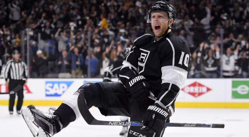 Kris-Versteeg-had-trouble-getting-his-contract-insured-with-Swiss-team-SC-Bern-and-is-once-again-a-free-agent.-(AP-Photo/Mark-J.-Terrill)