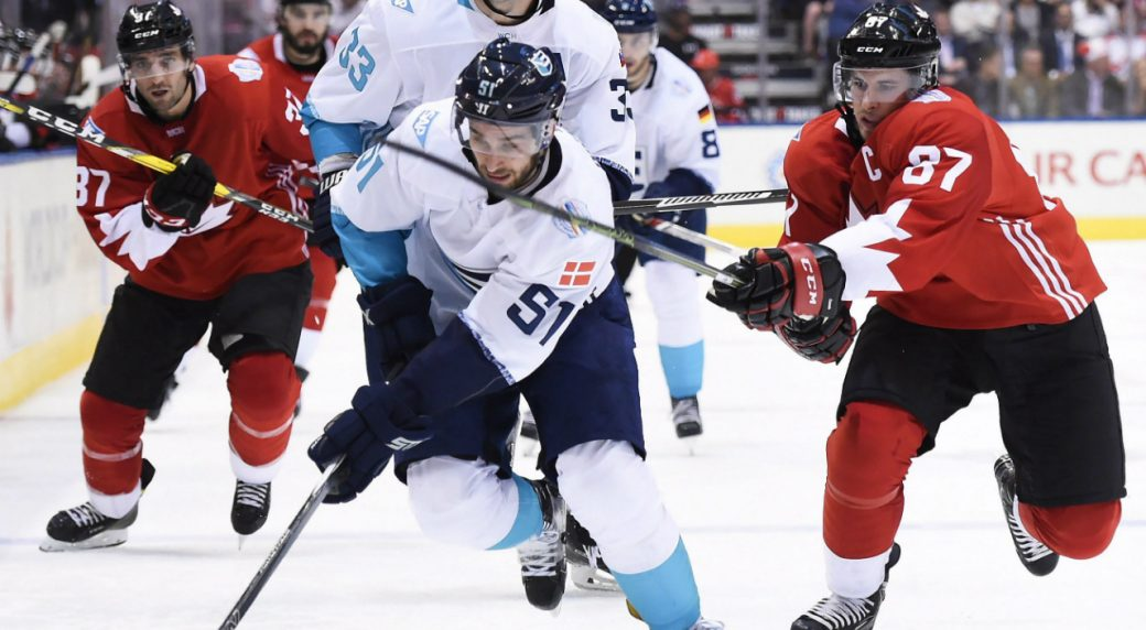 Team-Canada's-Sidney-Crosby-(87)-chases-Team-Europe's-Frans-Nielsen-(51)-during-third-period-World-Cup-of-Hockey-finals-action-in-Toronto-on-Tuesday,-September-27,-2016.-THE-CANADIAN-PRESS/Nathan-Denette