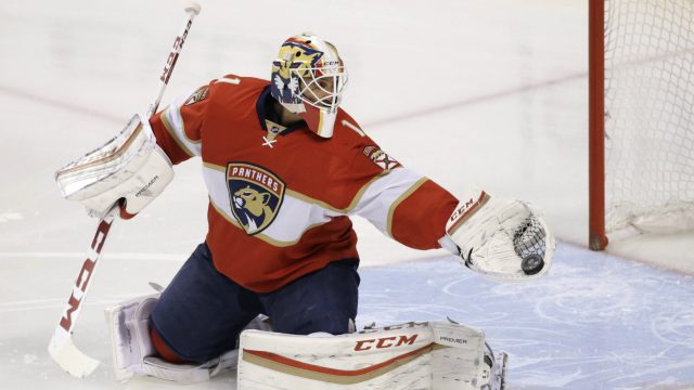 Florida-Panthers-goalie-Roberto-Luongo-makes-a-save-during-the-first-period-of-an-NHL-hockey-game-against-the-Tampa-Bay-Lightning,-Monday,-Nov.-7,-2016,-in-Sunrise,-Fla.-(AP-Photo/Wilfredo-Lee)