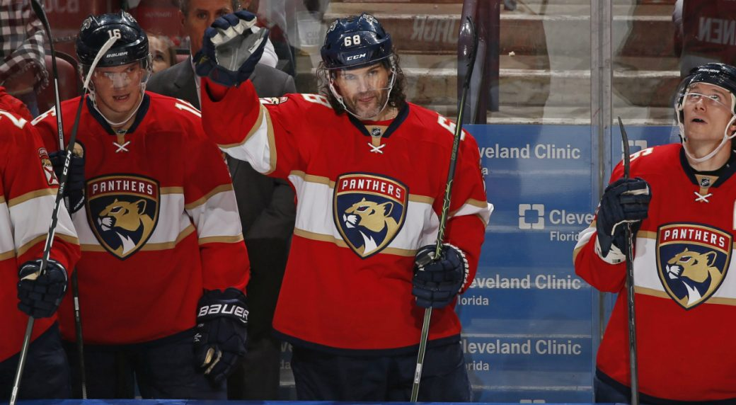 Florida-Panthers-right-wing-Jaromir-Jagr-(68)-acknowledges-the-fans.-(Joel-Auerbach/AP)