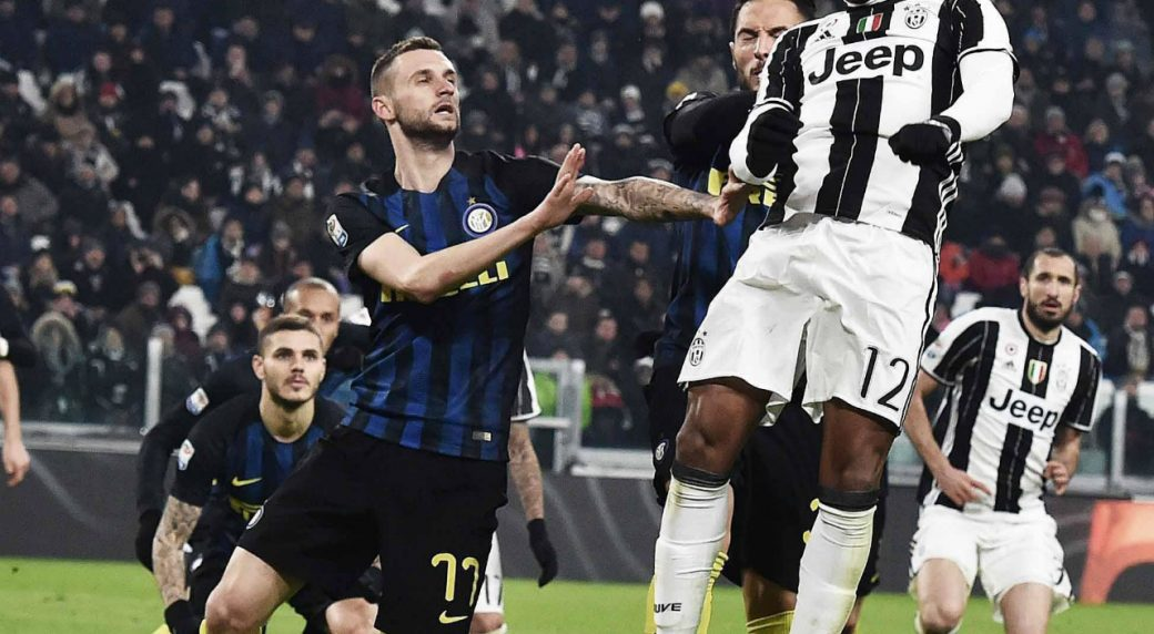 Juventus'-Alex-Sandro,-right,-heads-the-ball-past-Inter-Milan's-Marcelo-Brozovic,-during-a-Serie-A-soccer-match-at-the-Juventus-Stadium-in-Turin,-Italy,-Sunday,-Feb.-5,-2017.-(Andrea-Di-Marco/ANSA-via-AP)