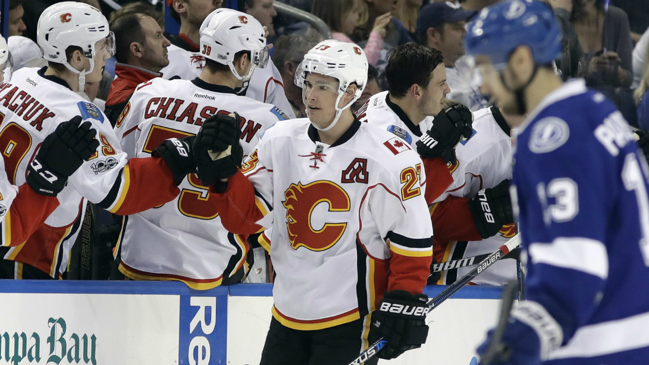 Calgary-Flames-centre-Sean-Monahan-(23)-celebrates-with-the-bench-after-scoring-against-the-Tampa-Bay-Lightning-during-the-second-period-of-an-NHL-hockey-game-Thursday,-Feb.-23,-2017,-in-Tampa,-Fla.-(Chris-O'Meara/AP)