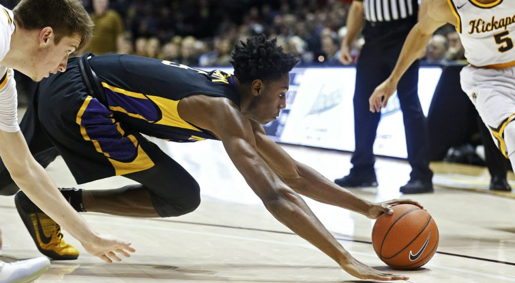 Montverde-Academy-guard-Rowan-Barrett-dives-for-a-loose-ball-during-the-first-quarter-against-Kickapoo-during-a-high-school-basketball-game-Thursday,-Jan.-12,-2017,-in-Springfield,-Mo.-(Guillermo-Hernandez-Martinez/The-Springfield-News-Leader-via-AP)