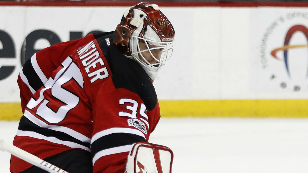 Devils goalie Cory Schneider leaves game with apparent injury