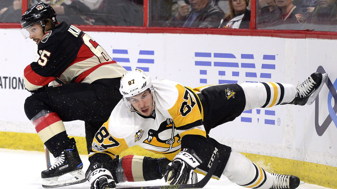 Ottawa-Senators'-Erik-Karlsson-(65)-and-Pittsburgh-Penguins'-Sidney-Crosby-(87)-get-tangled-up-during-first-period-NHL-hockey-action-in-Ottawa,-Thursday-March-23,-2017.-(Justin-Tang/CP)