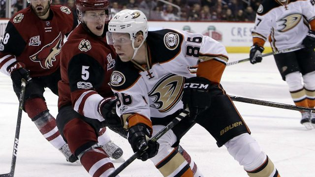 Anaheim-Ducks-right-wing-Ondrej-Kase-(86)-shields-the-puck.-(Rick-Scuteri/AP)