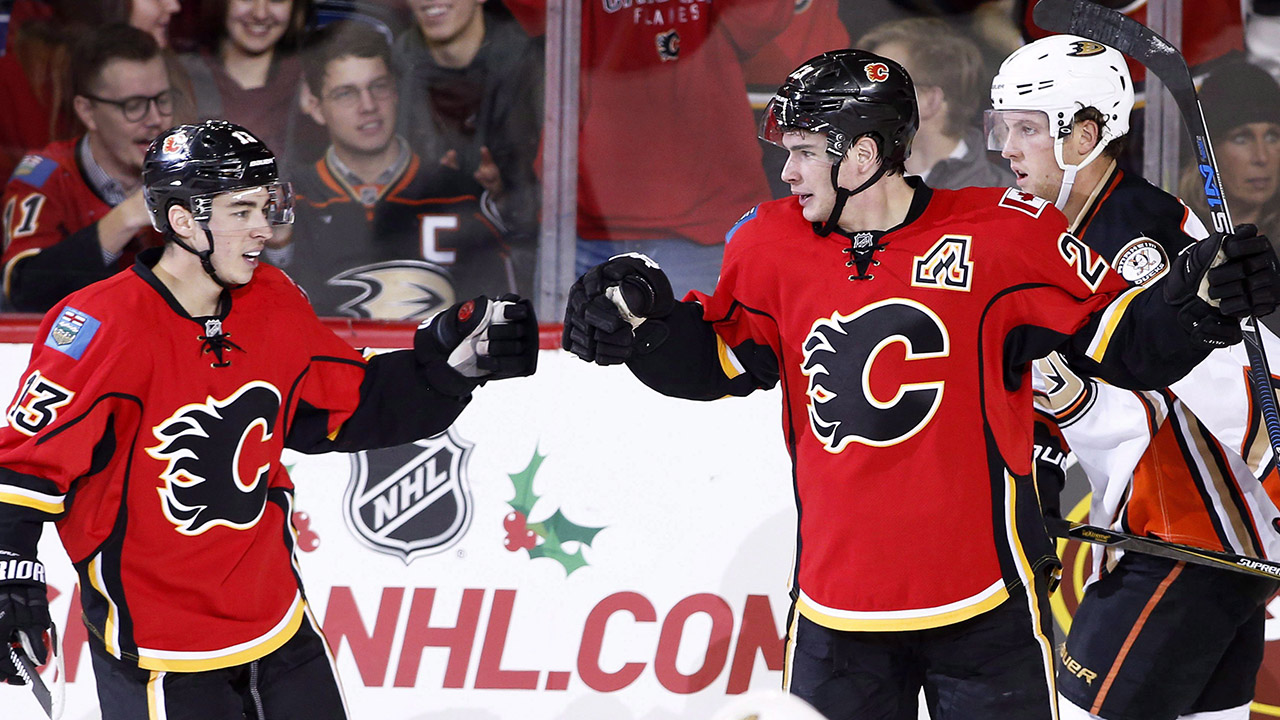Calgary-Flames'-Sean-Monahan,-right,-celebrates-with-Johnny-Gaudreau-after-a-goal-against-the-Anaheim-Ducks-during-second-period-NHL-action-in-Calgary,-Alta.,-Sunday,-Dec.-4,-2016.-(Larry-MacDougal/CP)