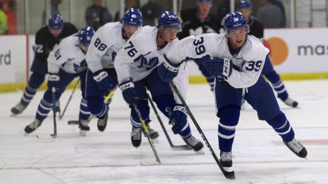 Toronto-Maple-Leafs'-Brendan-Leipsic-leads-other-members-of-Team-Bower-during-laps-at-training-camp-at-the-BMO-Centre-in-Halifax,-N.S.,-on-Sunday,-Sept.-25,-2016-.-(Stringer/CP)