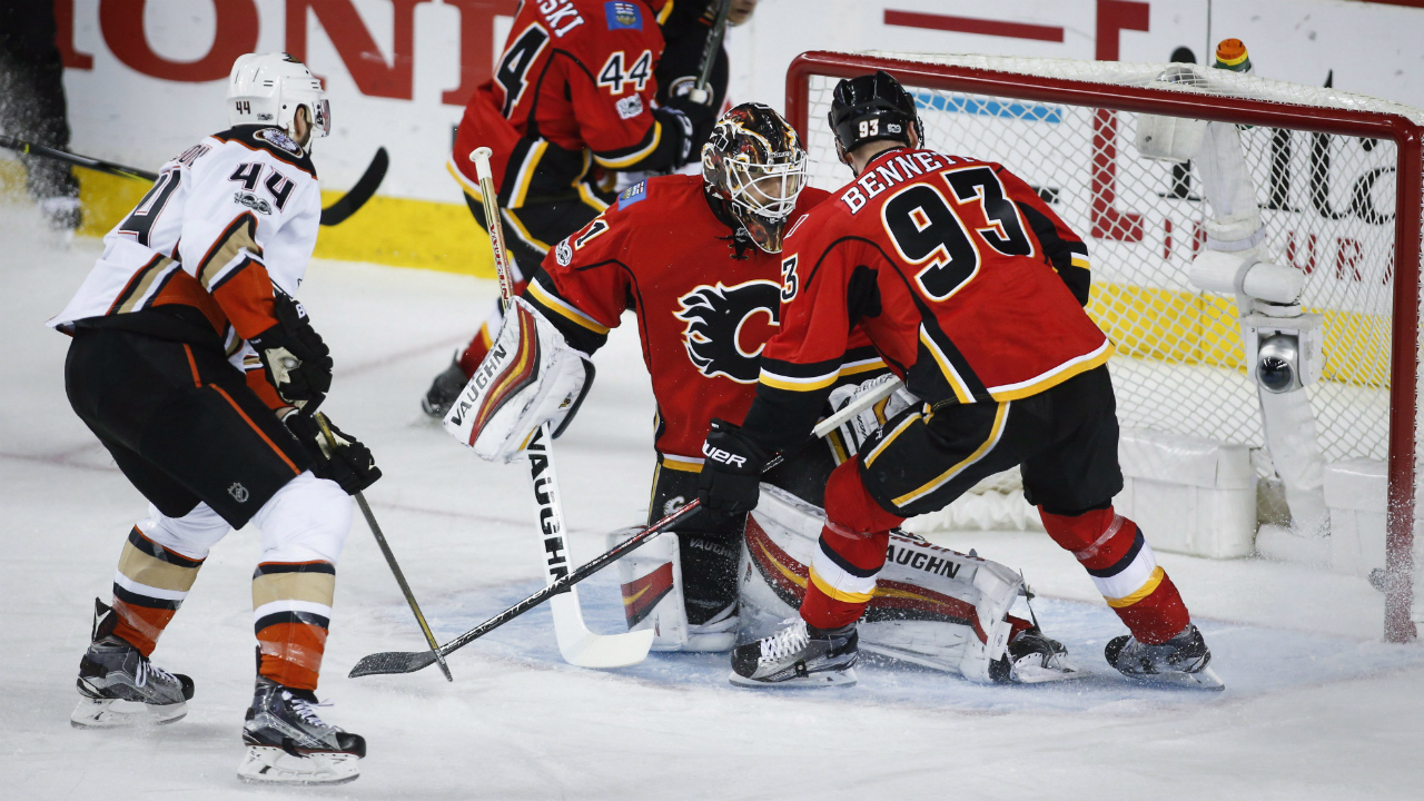 Anaheim-Ducks'-Nate-Thompson,-left,-scores-on-Calgary-Flames-goalie-Brian-Elliott,-centre,-as-Sam-Bennett,-right,-looks-on-during-first-period-NHL-hockey-round-one-playoff-action-in-Calgary,-Wednesday,-April-19,-2017.-(Jeff-McIntosh/CP)