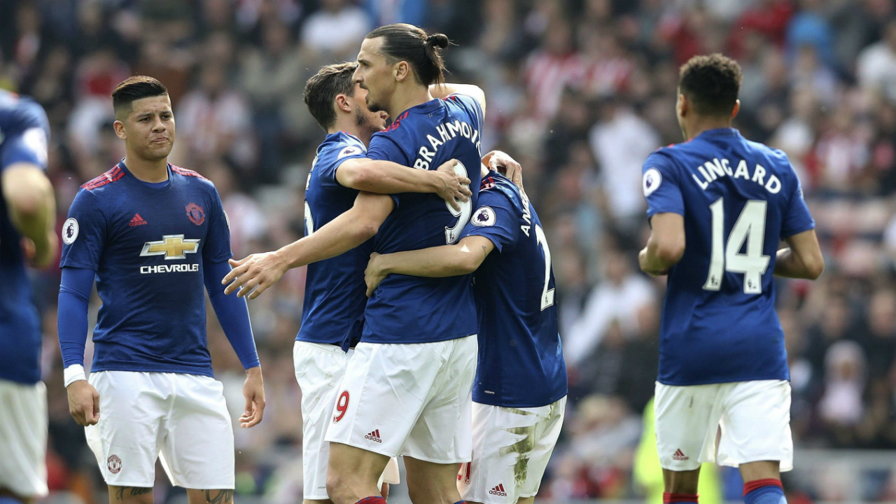 Manchester-United's-Zlatan-Ibrahimovic,-centre-right,-celebrates-scoring-his-side's-first-goal-of-the-game-against-Sunderland,-during-their-English-Premier-League-soccer-match-at-the-Stadium-of-Light-in-Sunderland,-England,-Sunday-April-9,-2017.-(Owen-Humphreys/PA-via-AP)