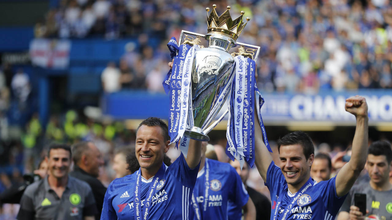 Chelsea-captain-John-Terry,-left,-holds-the-trophy-with-Cesar-Azpilicueta-after-they-won-the-league,-following-the-English-Premier-League-soccer-match-between-Chelsea-and-Sunderland-at-Stamford-Bridge-stadium-in-London,-Sunday,-May-21,-2017.-(Frank-Augstein/AP)