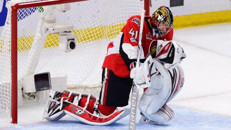 Ottawa-Senators-goalie-Craig-Anderson-(41)-takes-a-moment-to-savour-his-team's-victory-over-the-Pittsburgh-Penguins-following-game-six-of-the-Eastern-Conference-final-in-the-NHL-Stanley-Cup-hockey-playoffs-in-Ottawa-on-Tuesday,-May-23,-2017.-(Sean-Kilpatrick/CP)