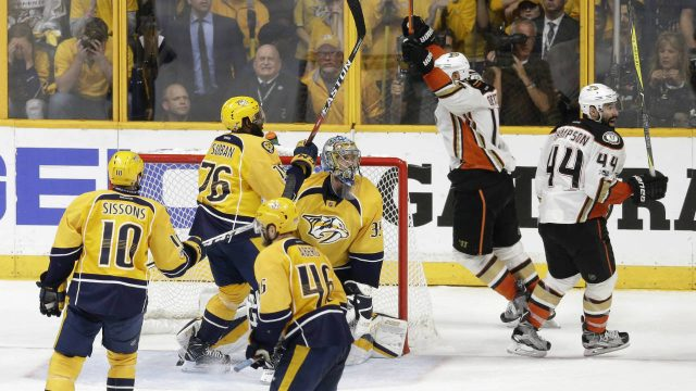 The-Ducks-won-3-2-to-even-the-series-2-2.-(Mark-Humphrey/AP)