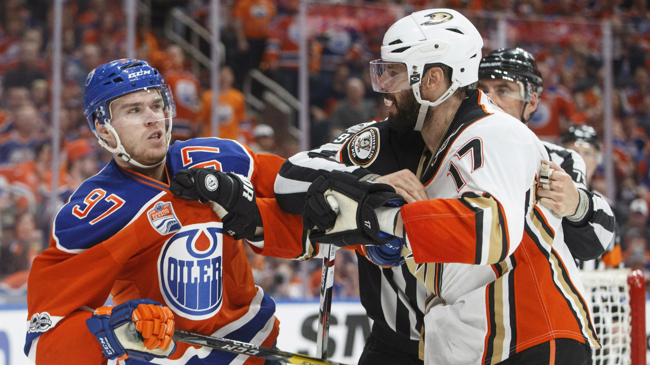 Anaheim-Ducks'-Ryan-Kesler-(17)-and-Edmonton-Oilers'-Connor-McDavid-(97)-rough-it-up-during-the-second-period-in-game-six-of-a-second-round-NHL-hockey-Stanley-Cup-playoff-series-in-Edmonton-on-Sunday,-May-7,-2017.-(Jason-Franson/CP)