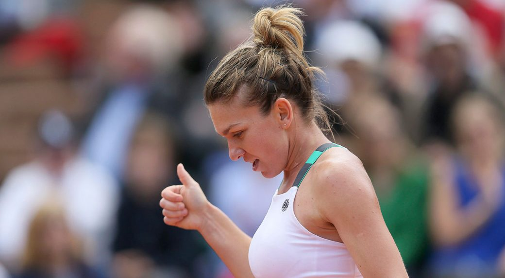 Romania's-Simona-Halep-gives-a-thumbs-up-in-her-quarterfinal-match-against-Ukraine's-Elina-Svitolina-of-the-French-Open-tennis-tournament-at-the-Roland-Garros-stadium,-in-Paris,-France.-Wednesday,-June-7,-2017.-(David-Vincent/AP)