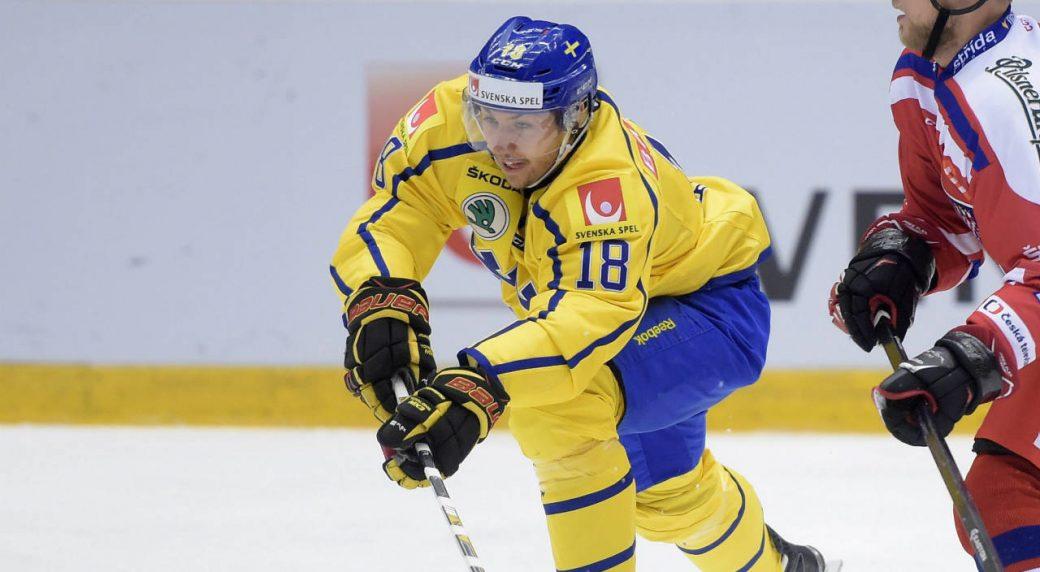 Sweden's-Anton-Rodin,-left,-in-action-against-Czech-Republic's-Vladimir-Sobotka-during-the-Euro-Hockey-Topur-Karjala-Cup-match-between-Sweden-and-Czech-Republic-played-at-Fjallraven-Center-in-Ornskoldsvik,-Sweden-Thursday-Nov.-5,-2015.-(Fredrik-Sandberg-/-TT-via-AP)