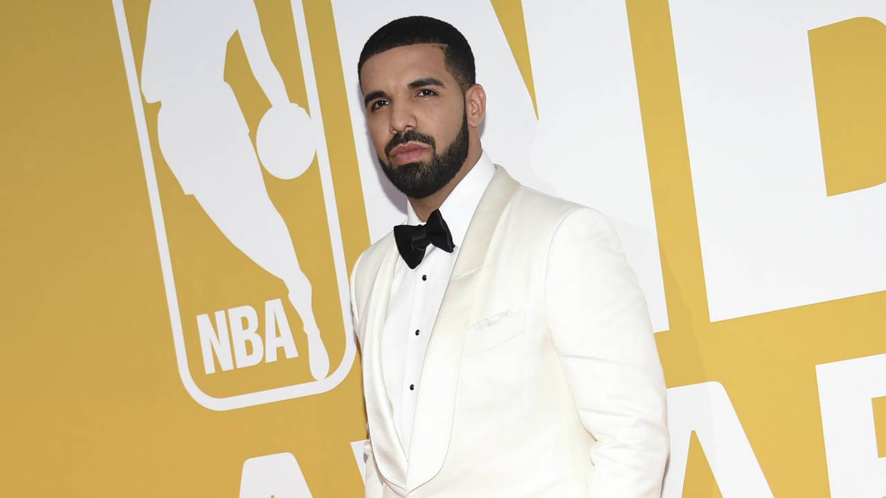 Drake-arrives-at-the-NBA-Awards-at-Basketball-City-at-Pier-36-on-Monday,-June-26,-2017,-in-New-York.-(Photo-by-Evan-Agostini/Invision/AP)