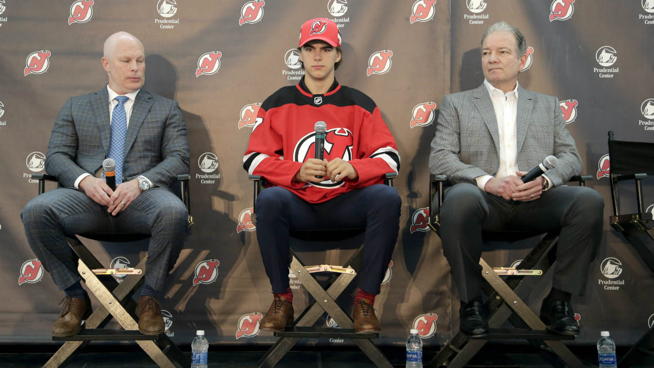 New-Jersey-Devils'-Nico-Hischier,-centre,-sits-with-head-coach-John-Hynes,-left,-and-general-manager-Ray-Shero-during-a-news-conference-in-Newark,-N.J.,-Monday,-June-26,-2017.-The-18-year-old-center-was-the-first-Swiss-born-player-to-be-drafted-first-overall-in-the-NHL-draft.-(Seth-Wenig/AP)