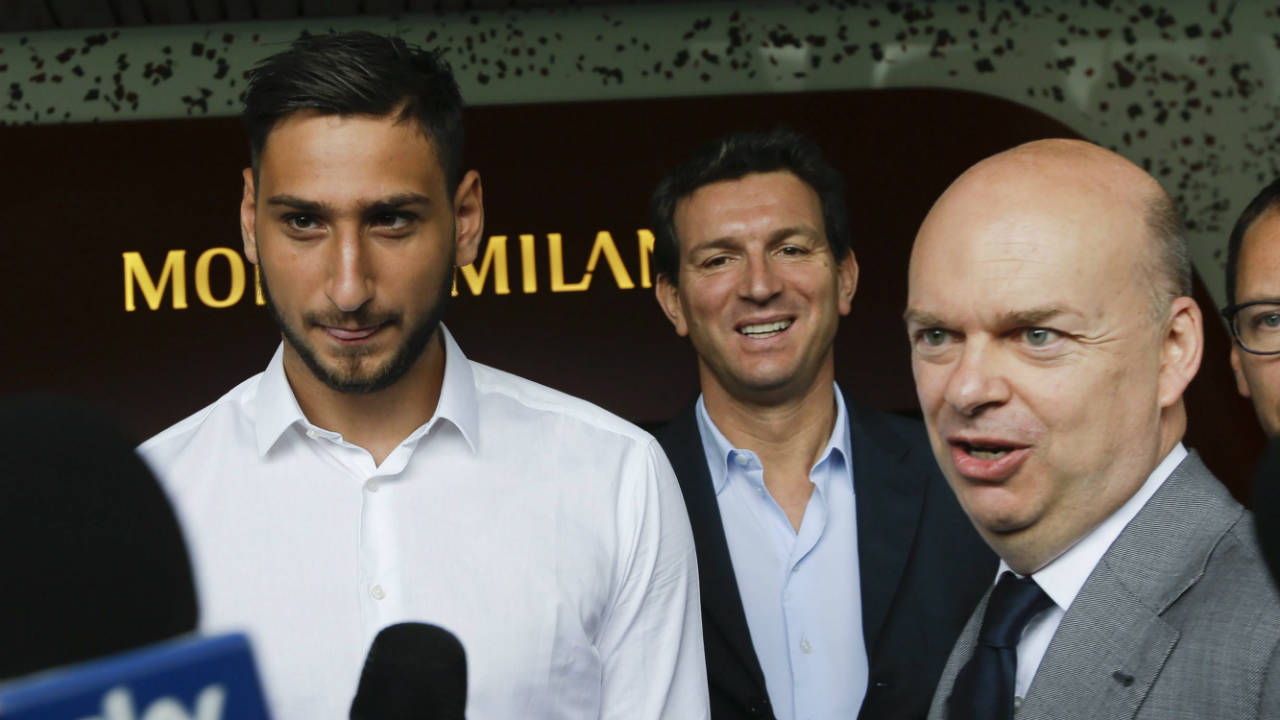 AC-Milan-goalie-Gianluigi-Donnarumma,-left,-is-flanked-by-team-CEO-Marco-Fassone-at-the-'Casa-Milan',-AC-Milan-team-headquarters,-in-Milan-Italy,-Wednesday,-July-12,-2017.-AC-Milan's-teenage-goalkeeper-Gianluigi-Donnarumma-has-agreed-to-extend-his-contract-with-the-Serie-A-club-until-2021.-The-talented-18-year-old-turned-down-a-new-deal-last-month-and-would-have-been-a-free-agent-at-the-end-of-next-season.-On-Tuesday,-Milan-announced-it-had-reached-an-agreement-with-Donnarumma,-saying-he-would-sign-a-new-four-year-contract-the-following-morning.-(Luca-Bruno/AP)