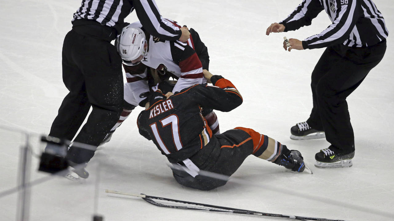 Arizona-Coyotes-left-winger-Max-Domi-(16)-and-Anaheim-Ducks-centre-Ryan-Kesler-(17)-fight-during-the-first-period-of-an-NHL-hockey-game-in-Anaheim,-Calif.,-Friday,-Nov.-4,-2016.-(Reed-Saxon/AP)