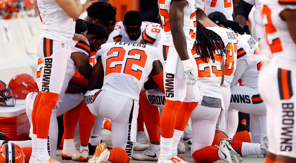 Members-of-the-Cleveland-Browns-kneel-during-the-national-anthem/-(Ron-Schwane/AP)