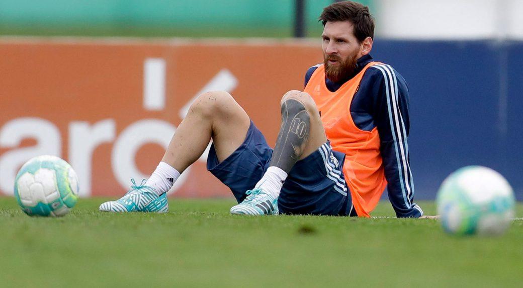 Argentina's-Lionel-Messi-attends-a-training-session.-(Natacha-Pisarenko/AP)