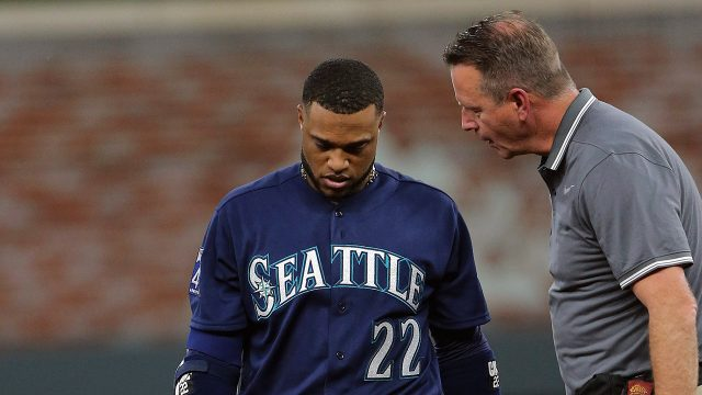 Robinson-Cano-has-left-Seattle's-game-against-the-Atlanta-Braves-with-tightness-in-his-left-hamstring.-(John-Bazemore/AP)