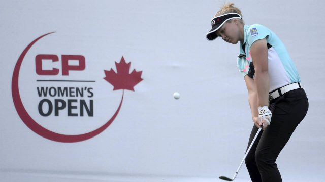 Brooke-Henderson,-of-Canada,-chips-up-to-the-green-on-the-18th-hole-during-final-round-action-at-the-2017-Canadian-Pacific-Women's-Open-in-Ottawa-on-Sunday,-Aug.-27,-2017.-(Adrian-Wyld/CP)