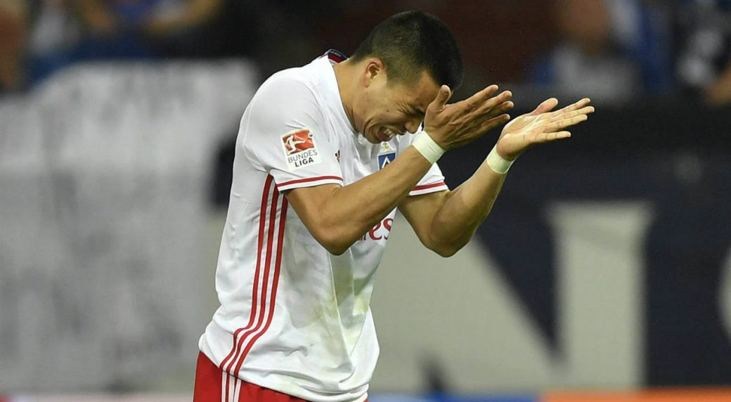 Hamburg's-Bobby-Wood-reacts-after-he-missed-to-score-during-the-German-Bundesliga-soccer-match-between-FC-Schalke-04-and-Hamburger-SV-in-Gelsenkirchen,-Germany,-Saturday,-May-13,-2017.-(Martin-Meissner/AP)