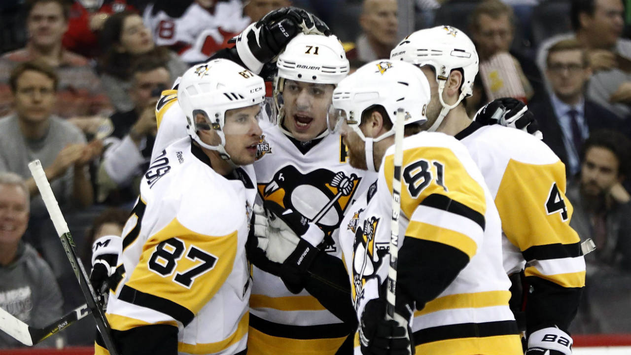 Pittsburgh-Penguins-celebrate-a-goal-by-centre-Evgeni-Malkin,-second-from-left,-of-Russia,-during-the-first-period-of-an-NHL-hockey-game-against-the-New-Jersey-Devils,-Tuesday,-Dec.-27,-2016,-in-Newark,-N.J.-(Julio-Cortez/AP)
