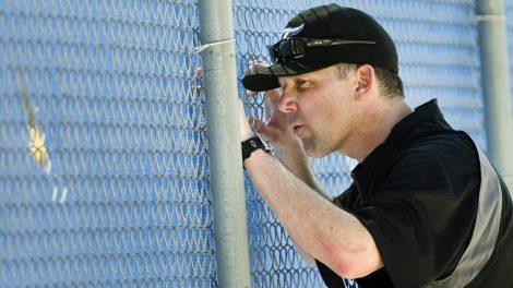 Toronto-Blue-Jays-bullpen-coach-Pat-Hentgen-peeps-through-a-hole-in-the-fence-during-baseball-spring-training-in-Dunedin,-FL,-on-Thursday,-Feb.-17,-2011.-(Nathan-Denette/CP)