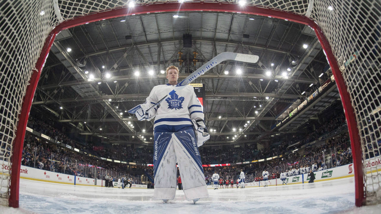 Toronto-Maple-Leafs-goalie-Frederik-Andersen-skates-back-to-his-net-following-the-singing-of-the-national-anthem-before-his-team-takes-on-the-Ottawa-Senators-during-the-first-period-of-an-NHL-pre-season-hockey-game-in-Saskatoon,-Tuesday,-October-4,-2016.-(Liam-Richards/CP)