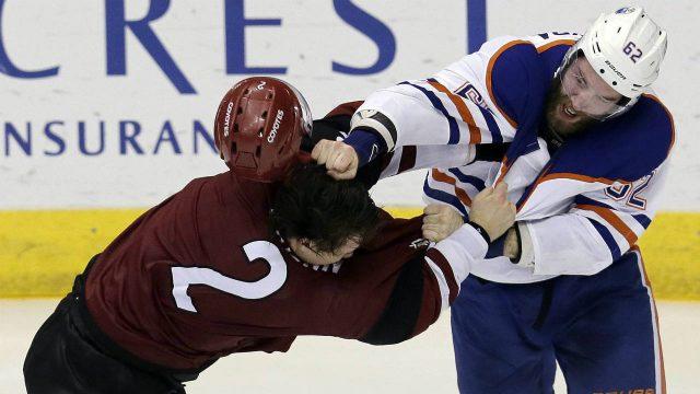 Arizona-Coyotes-defenceman-Luke-Schenn-(2)-and-Edmonton-Oilers-defenceman-Eric-Gryba-fight-during-the-third-period-during-an-NHL-hockey-game,-Wednesday,-Dec.-21,-2016,-in-Glendale,-Ariz.-(Rick-Scuteri/AP)
