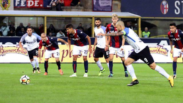 Inter-Milan's-Mauro-Icardi-scores-on-a-penalty-during-a-Serie-A-soccer-match-between-Inter-Milan-and-Bologna,-at-the-Bologna-Dall'Ara-stadium,-Italy,-Tuesday,-Sept.-19,-2017.-(Giorgio-Benvenuti/ANSA-via-AP)