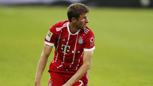 Bayern's-Thomas-Mueller-kneels-on-the-pitch-during-a-German-first-division-Bundesliga-soccer-match-between-TSG-1899-Hoffenheim-and-Bayern-Munich-in-Sinsheim,-Germany,-Saturday,-Sept.-9,-2017.-(Michael-Probst/AP)