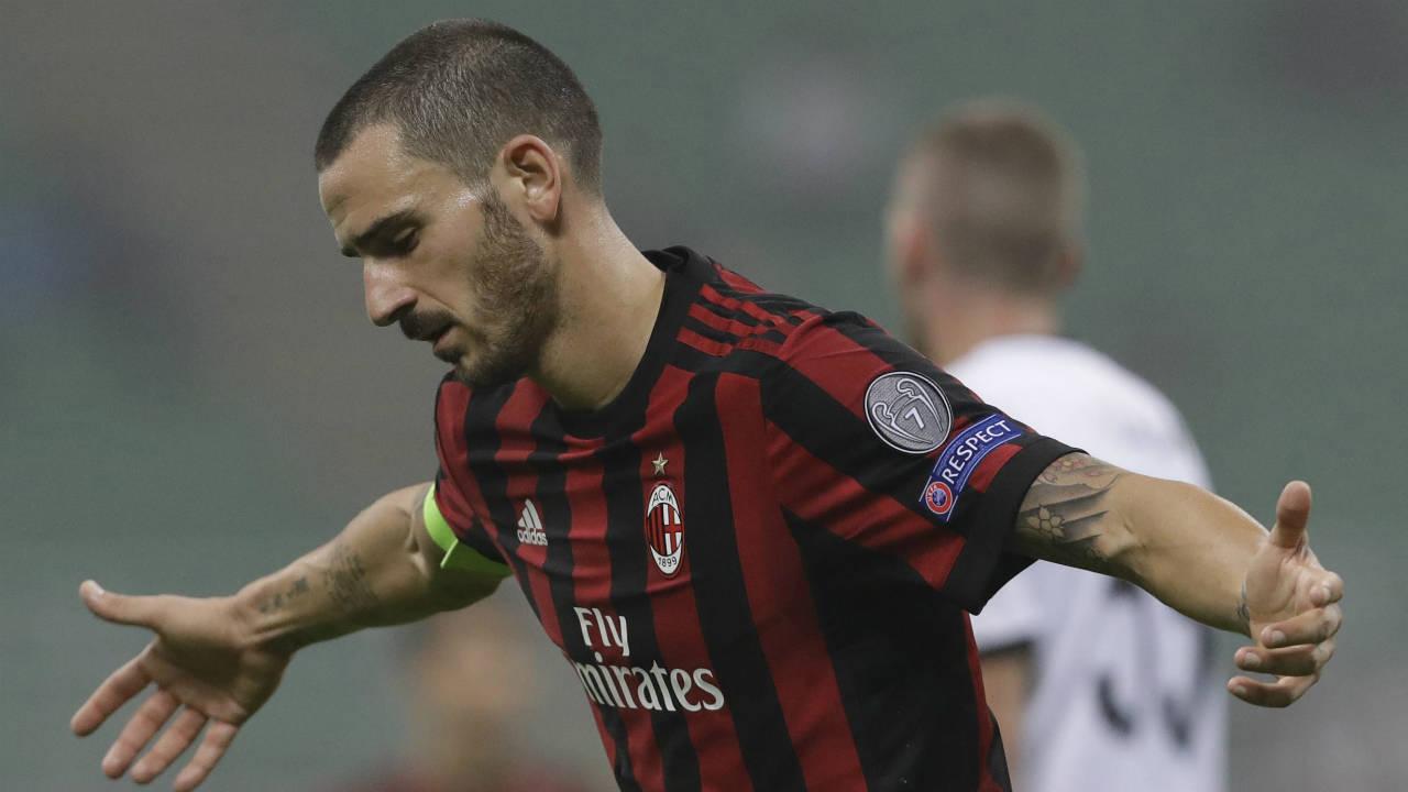 AC-Milan's-Leonardo-Bonucci-gestures-during-an-Europa-League,-Group-D,-soccer-match-between-AC-Milan-and-AEK-Athens,-at-the-San-Siro-stadium-in-Milan,-Italy,-Thursday,-Oct.-19,-2017.-(Luca-Bruno/AP)
