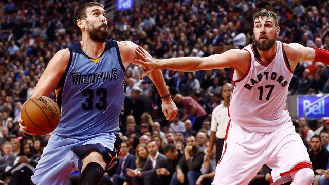 Memphis-Grizzlies'-Marc-Gasol-against-Raptors'-Jonas-Valanciunas