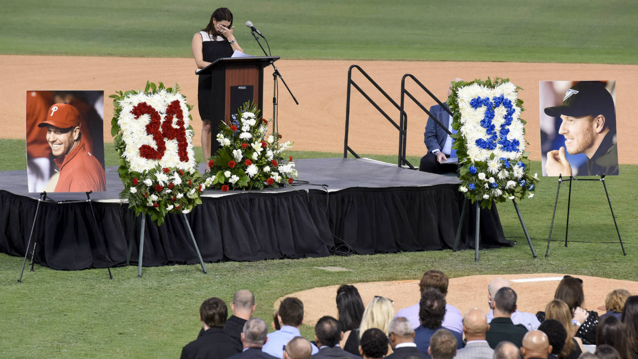 Brandy Halladay becomes emotional as she talks about her late husband Roy Halladay, during a public memorial service Tuesday, Nov. 14, 2017, in Clearwater, Fla. Roy Halladay was killed when the plane he was piloting crashing into the Gulf of Mexico last week. (Chris Urso/Tampa Bay Times via AP)